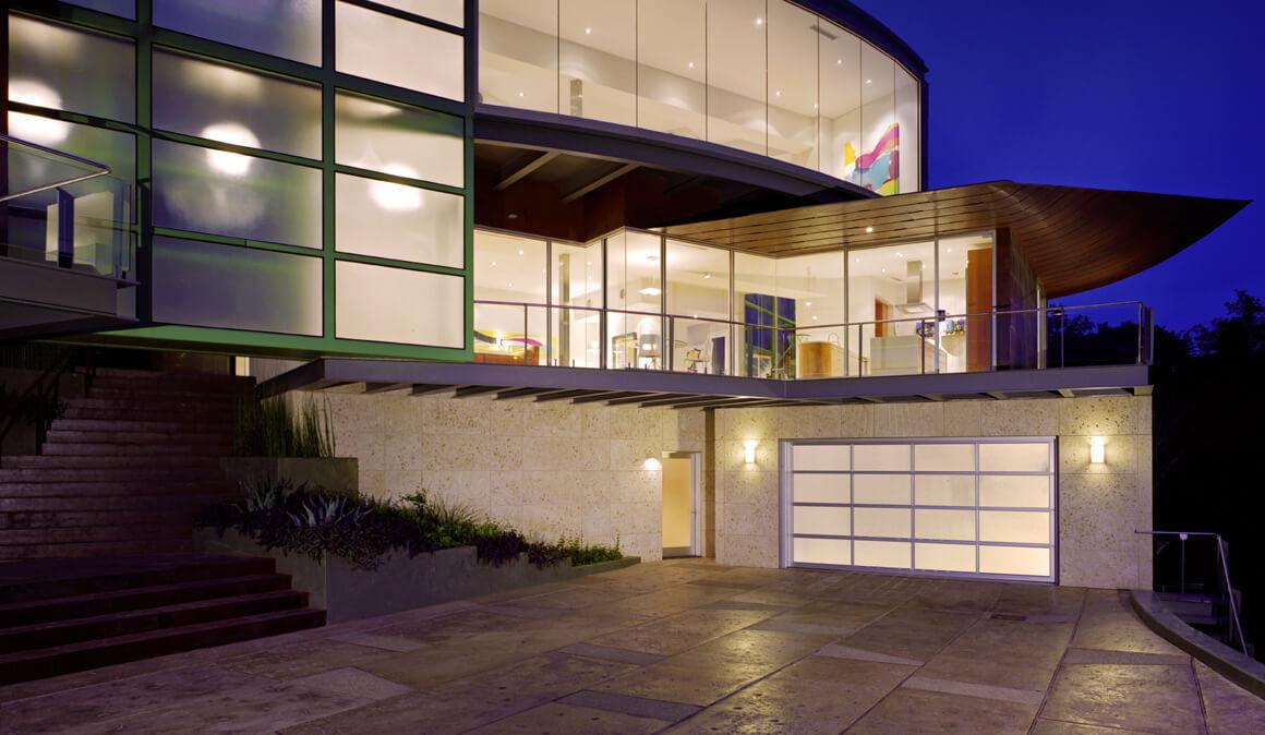 AVANTE™  collection garage doors
