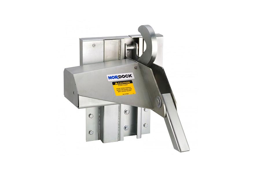 IMPACT™AR-9000 overhead doors